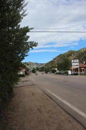 Columbine Inn : street outside the hotel