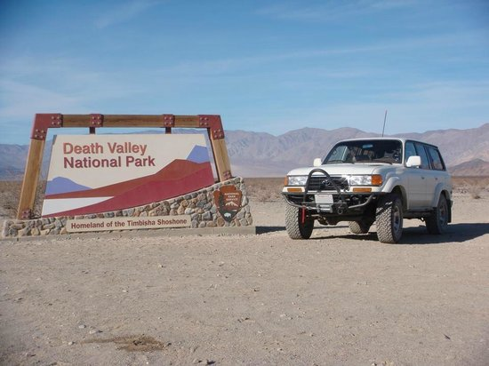 Panamint Mountains : Death Valley Sign.