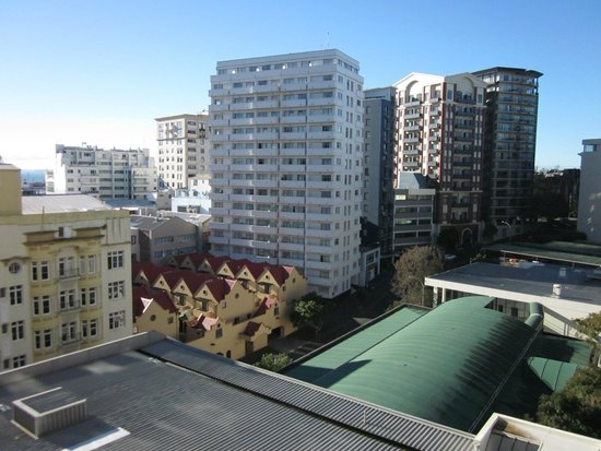 The Quadrant Hotel and Suites Auckland : Pleasant urban view from studio room balcony