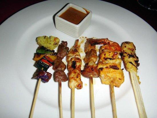 Tapis Restaurant: 食べ放題のサテ