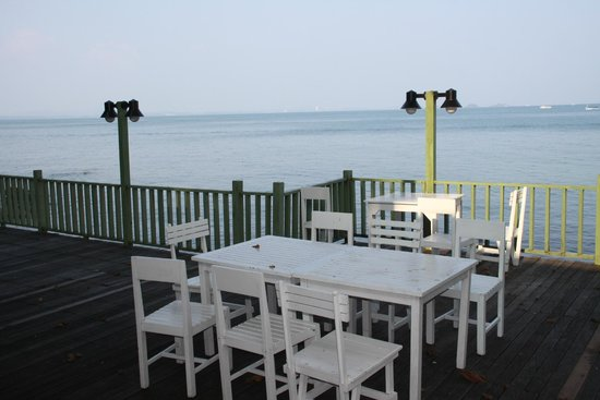 Sai Kaew Beach Resort: Dinning area near cottage room, but they closed this now.. Still nice place to relax..