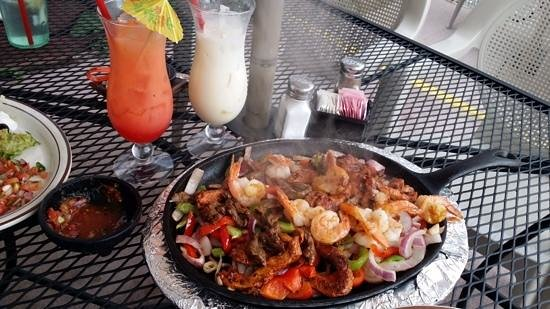 """El Paraiso Family Mexican Restaurant: fajitas with """"Sex on the Beach"""" and """"Chi chi"""""""