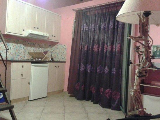 parte del soggiorno e angolo cottura - picture of villa kirki ... - Soggiorno E Angolo Cottura