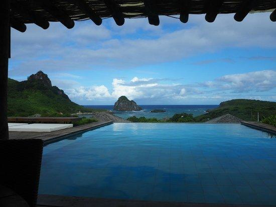 Pousada Maravilha : Bonita vista do restaurante, mas piscina pouco íntima...