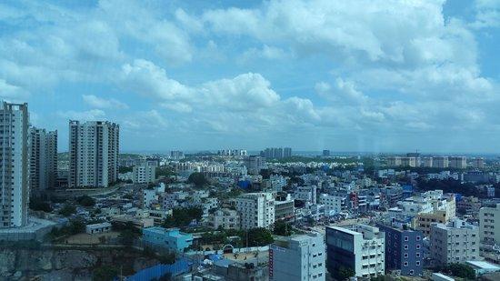 Radisson Hyderabad Hitec City: Daytime View