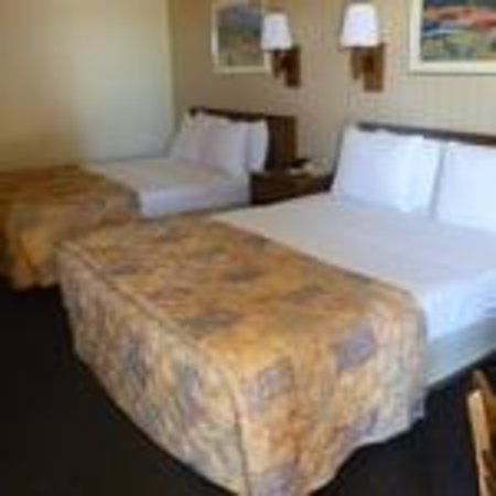 Americas Best Value Inn & Suites - Fort Collins East / I-25: Two Queen Beds