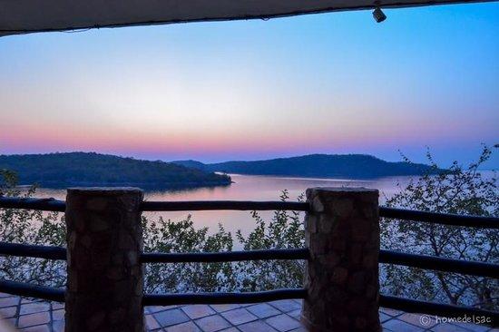 Masumu River Lodge : Sunset in the bar