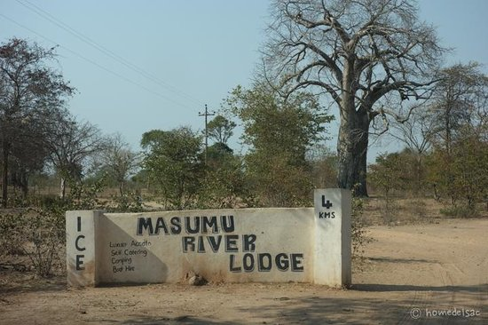 Masumu River Lodge : Access sign by the road