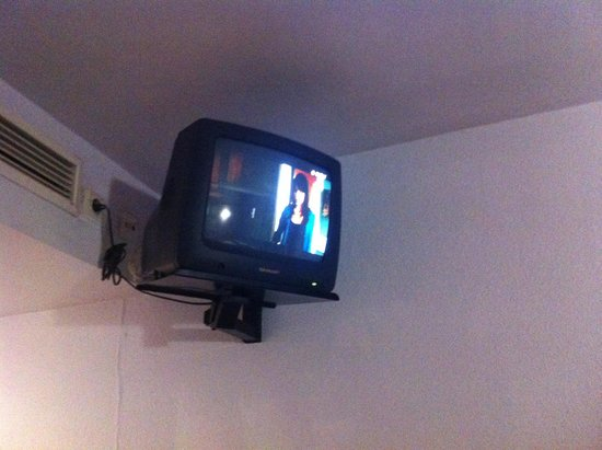 Hotel Esplendid: Vieille télé attention caution télécommande mdr
