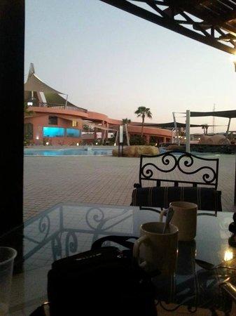 SENTIDO Kahramana Park : jardin et piscine 2014