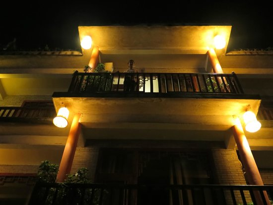 Yangshuo Village Inn : Front balcony of hotel