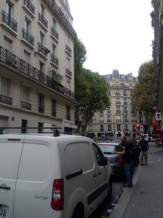Hotel Amarys Simart : strada fuori l albergo