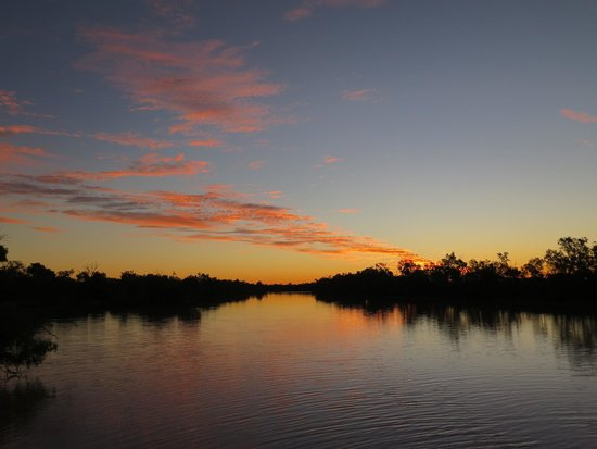 Longreach: Sunset Thompson River