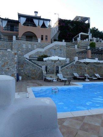 Apelon Tiritas Villas : Relajante piscina