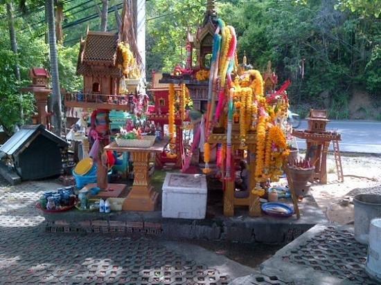 Hansar Samui Resort : ..a dedicated offerings for the souls..plz hinkx3 when passing ..
