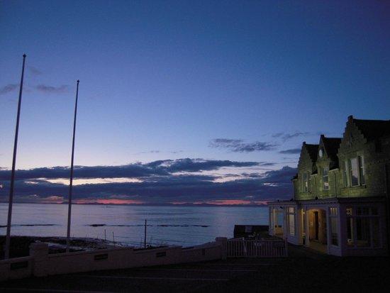 Stotfield Hotel: Devant l'hôtel : la plage et le club de golf