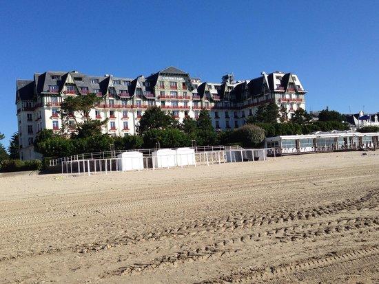 Hôtel Barrière L'Hermitage La Baule : Hotel et le restaurant