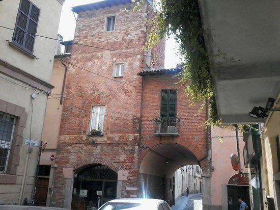 Via luigi porta da corso garibaldi foto di torri - Pavia porta garibaldi ...