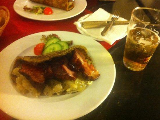 Restaurant U Jindrisske Veze : Мясо в картофельной лепешке с чесноком