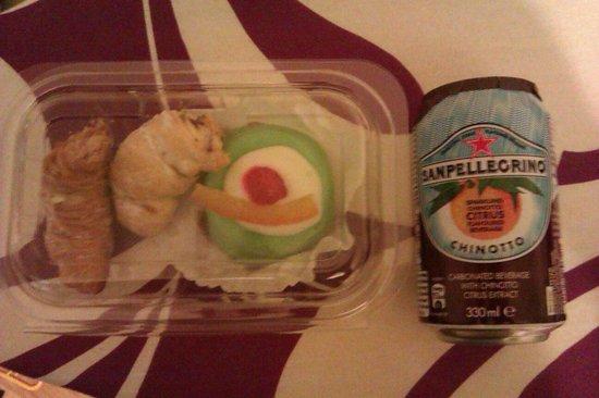 Momento: Mini sfogliatelle, cassatina/small Sicilian cassata and my favourite soft drink Sam Pellegrino C
