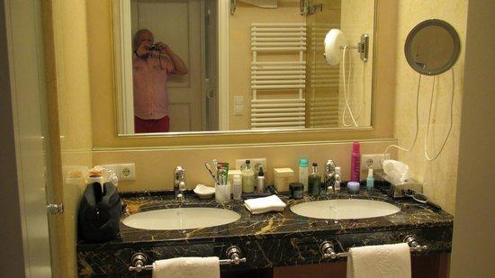 THERESA Wellness Geniesser Hotel: Badezimmer + WC vom feinsten