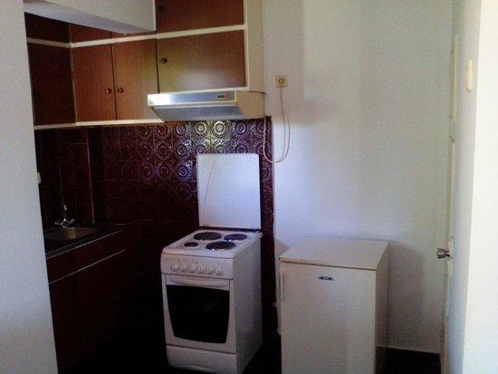 Oasis Hotel Apartments : cucina anni 70