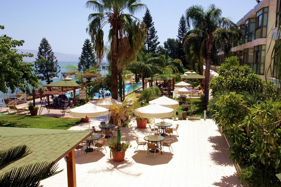 Ron Beach Hotel: Garden & pool area