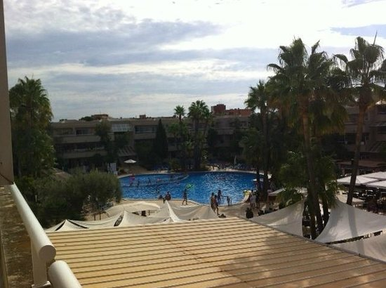 Hotel Ibersol Son Caliu Mar: vu de la chambre sur la piscine