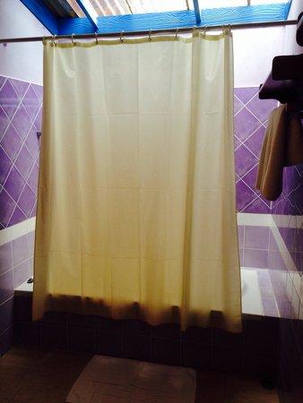 Lawana Resort : Lawana shower/bath