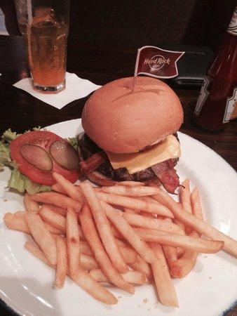 Hard Rock Cafe Phuket: Legendary Burger