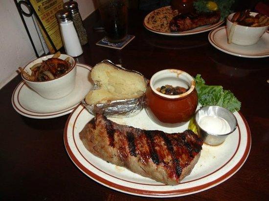 Winchesters Grill & Saloon: steak