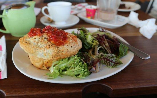 Yarra Valley Chocolaterie & Ice Creamery: chicken and Mushroom Pie
