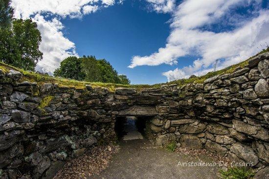 Corrimony Chambered Cairn: Vista dall'interno