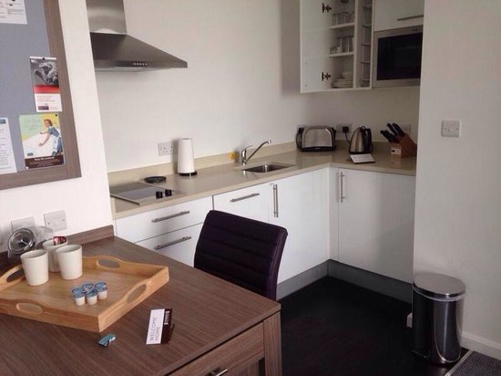 Staybridge Suites Birmingham: Kitchenette