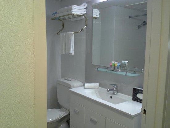 Metro Hotel Marlow Sydney Central: Bathroom