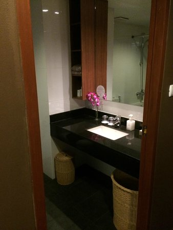Kamala Beach Resort (a Sunprime Resort) : Grand Deluxe Room with Pool View Bathroom