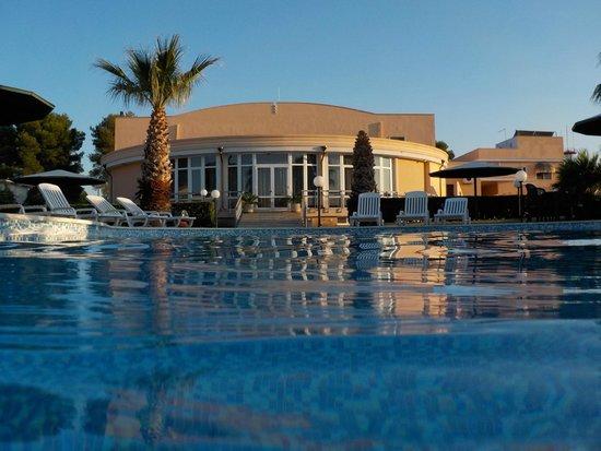 Minerva Hotel : Hotel Minerva visto dalla piscina