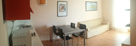 Ingresso su soggiorno living - Foto di Hotel Residence Zodiaco ...