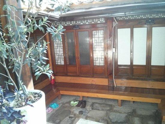 So Sun Jae Guesthouse : Doors into room 13