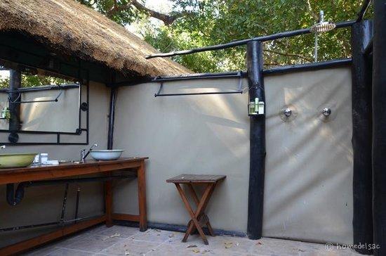 Open air shower - Picture of Vundu Camp, Mana Pools ...