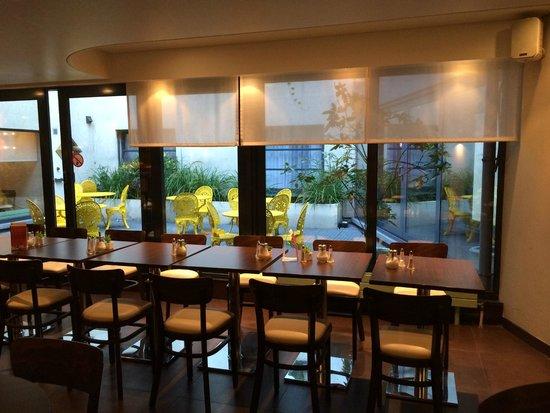 Leonardo Hotel Antwerpen: Ausblick in den Innenhof vom Speisesaal aus