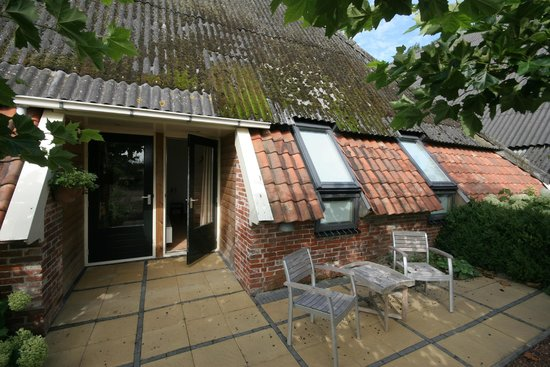 Mensingeweer, The Netherlands: Patio outside the room