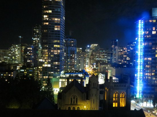 Century Plaza Hotel & Spa: at night
