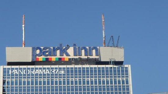 Park Inn by Radisson Berlin Alexanderplatz: Kig mod taghaven på toppen af Park Inn