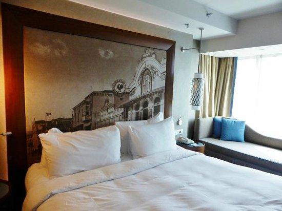 Renaissance Izmir Hotel: comfortable bed