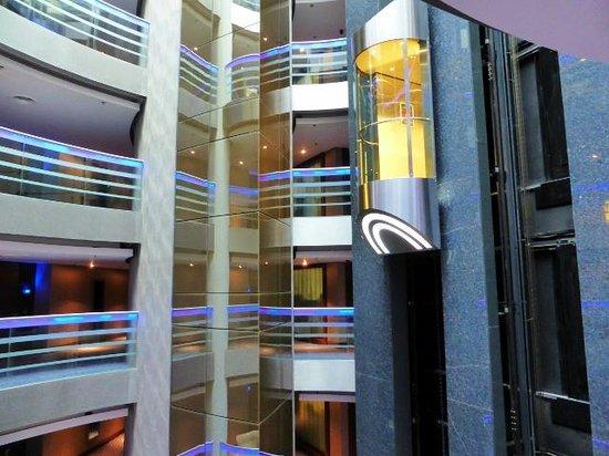 Renaissance Izmir Hotel: Lift