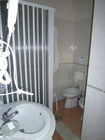 Hotel Mediterraneo : Il piccolo bagno