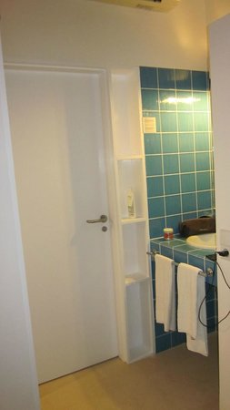 Hotel Dunas de Sal: Room: the sink is just outside the bathroom. AC unit is directly above the bathroom door