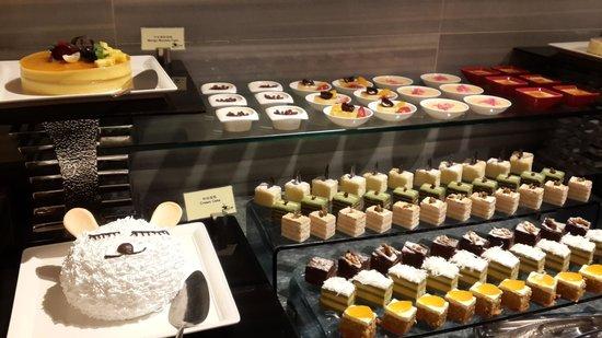 Crowne Plaza Guangzhou Huadu: Dinner buffet desert, tase good