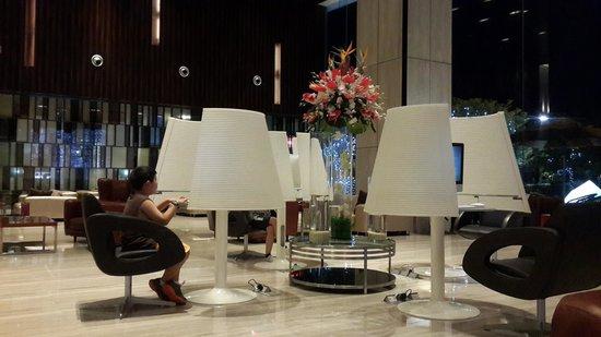 Crowne Plaza Guangzhou Huadu: Computers at lobby